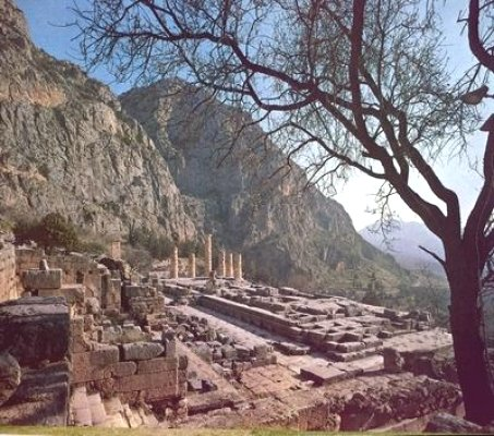 Delphi_apollos_temple.jpg
