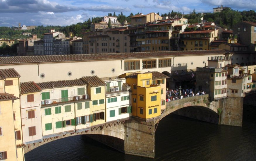 Ponte Vecchio ( The Old Bridge ) over the River Arno in Florence