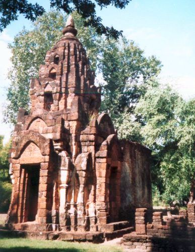Photo Gallery of City of Uttaradit and Si Satchanalai Historical Park in Northern Thailand