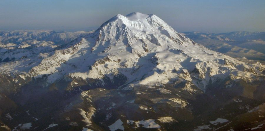Mount Rainier ( 4392m ) Pacific Ranges, Washington State, USA from Colquhoun Peak
