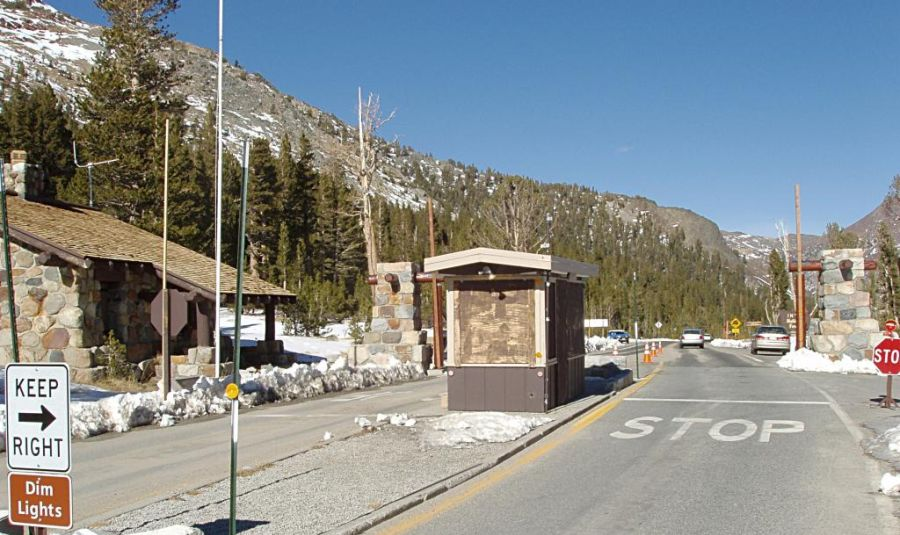 Eastern entrance to Yosemite National Park at Tioga Pass