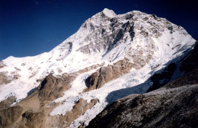 Photo Gallery of Mount Makalu in the Nepal Himalaya - the world's fifth highest mountain